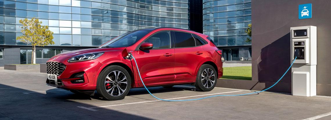 Új Kuga Plug-in Hybrid: Európa legkelendőbb PHEV-je a távok közel felét külső töltéssel teszi meg