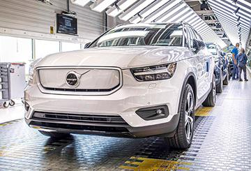 A Volvo Cars megkezdte a tisztán elektromos hajtású XC40 Recharge modelljének gyártását